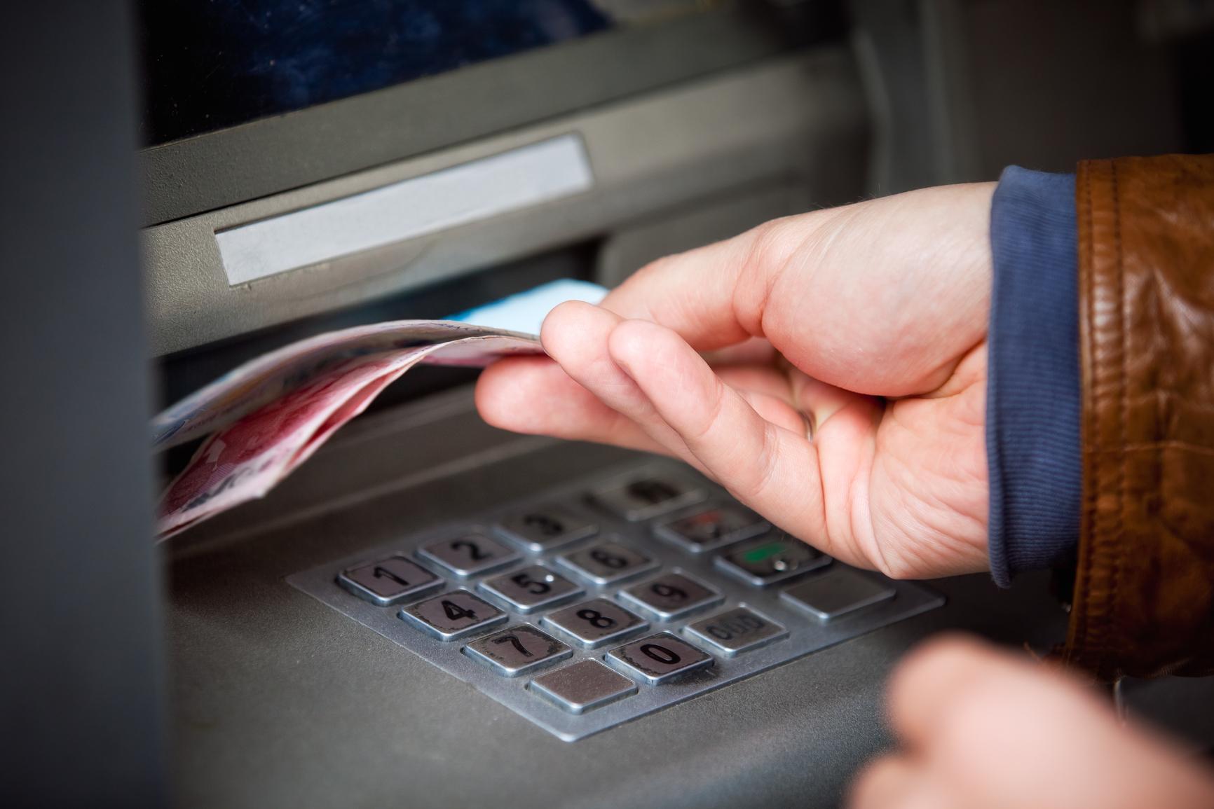 Банки с выгодными условиями снятия наличных с расчетного счета юридических лиц